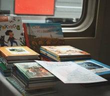 Biblioteczka dziecieca w rosyjskim pociagu